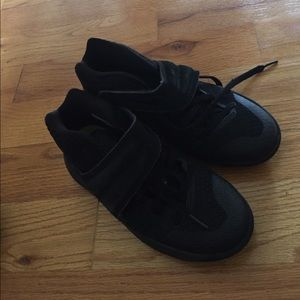 Black kyrie Irving Nike sneakers